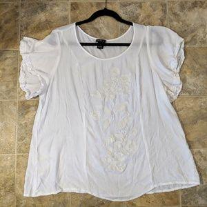 Torrid Floral Design White Blouse 2XL Torrid = 2
